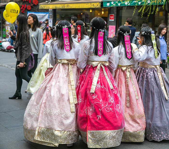 People wearing hanbok in Insadong