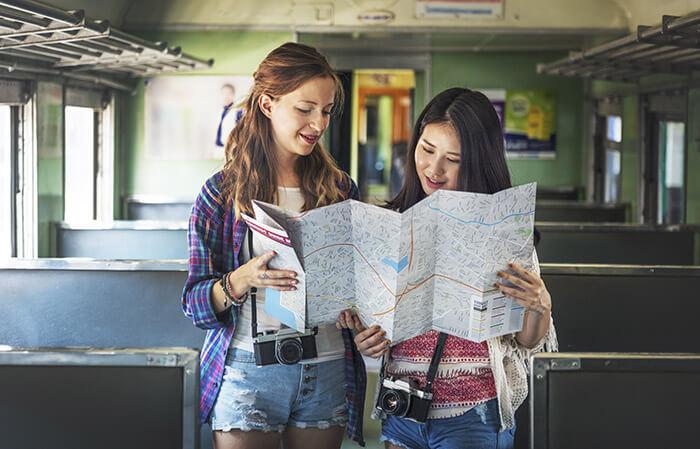 2 female travel buddies