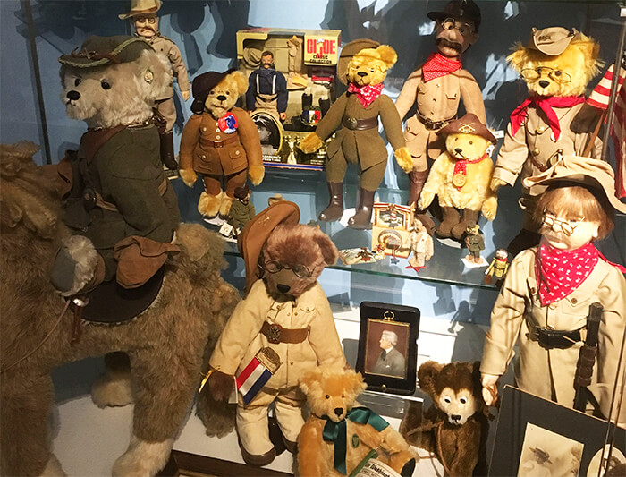 Susan Quinlan Doll & Teddy Bear Museum & Library