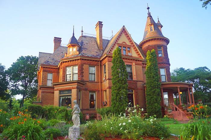 Henderson Castle and Inn