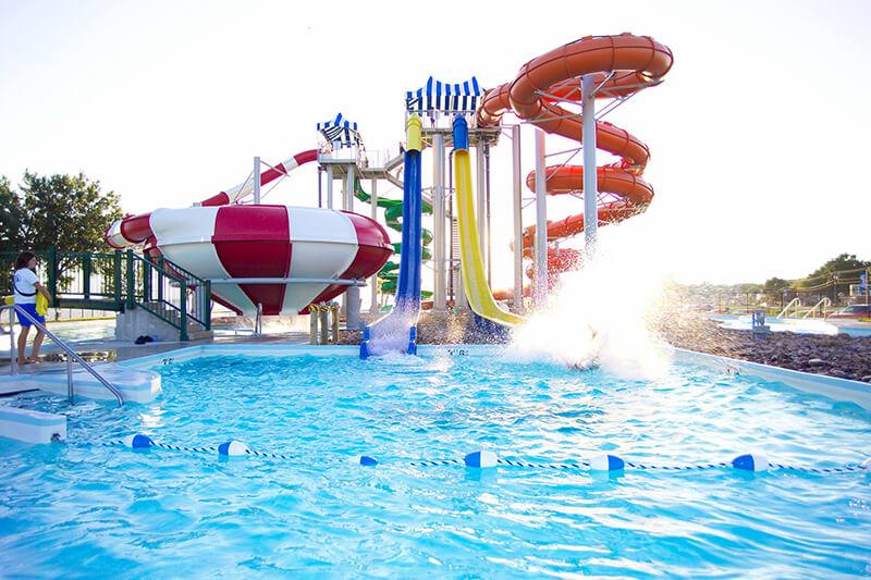 King's Pointe Outdoor Water Park Resort
